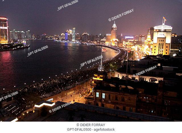 NIGHT SHOT OF THE BUND PROMENADE, SHANGHAI, PEOPLE'S REPUBLIC OF CHINA