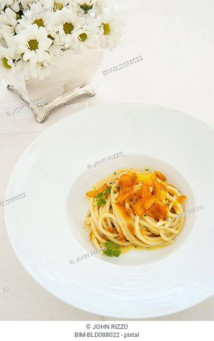 Pasta with caramelized garlic