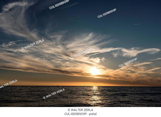 Seascape and horizon at sunset, Porquerolles, Provence-Alpes-Cote d'Azur