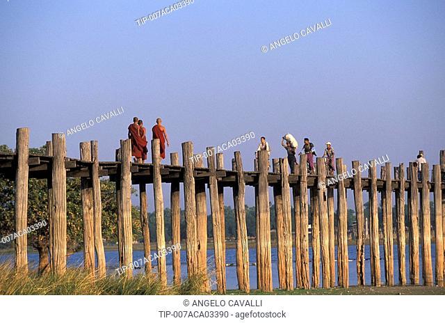 Burma, Mandalay, U Bein Bridge on Taungthaman Lake