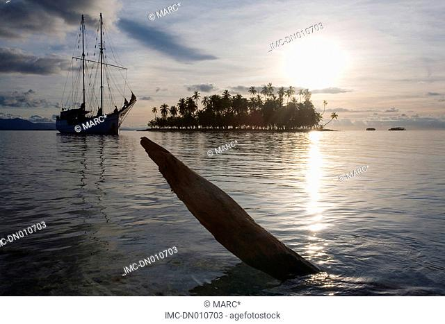 Panama, San Blas islands, comarca Kuna Yala, sailing boat