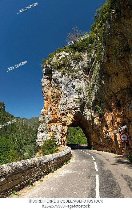 44. 301131, 3. 274368 road in Les Gorges du Tarn, Lozère 48, région Languedoc-Roussillon-Midi-Pyrénées, France, Europe