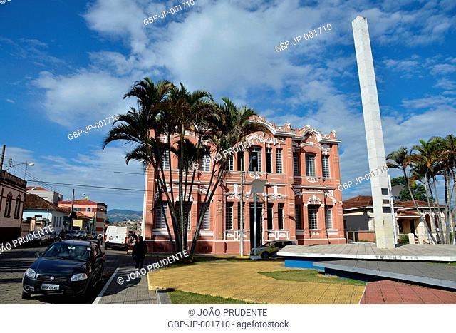Prefeitura Municipal na Praça do Centenário no centro da cidade o município faz parte do roteiro religioso Caminho da Fé que liga as cidades de Águas da Prata a...