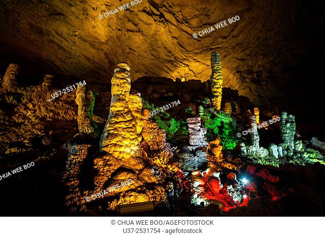 Huanglongdong Cave-Yellow Dragon Cave, Hunan Huanglongdong Cave is rare for its huge size, large number of stalactite with odd shape