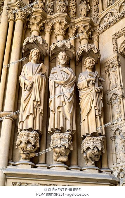 Statues in westwork portal of the Gothic Cathedral of St Stephen of Metz / Cathédrale Saint-Étienne de Metz, Moselle, Lorraine, France