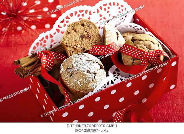 Mini spiced cakes as a gift