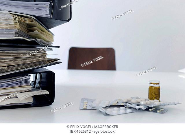 File folders, tablets, office, symbolic image for burnout, stress at work