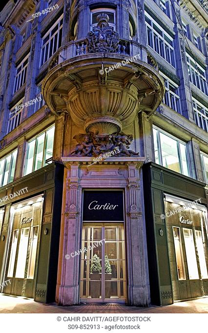 Neo classical facade of the Cartier Shop on the junction of Kohlmarkt and Graben in the Innere Stadt district of Vienna Wien, Austria