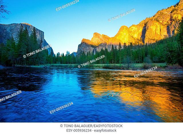 Yosemite Merced River el Capitan and Half Dome in California National Parks US