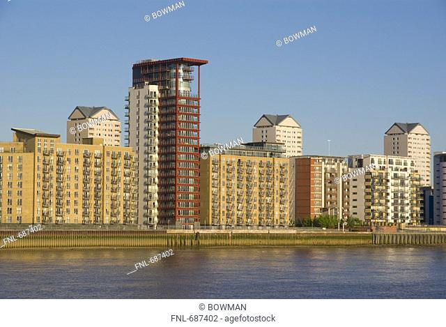 Residential buildings at waterfront, Thames River, Canary Wharf, Tower Hamlets, London, England