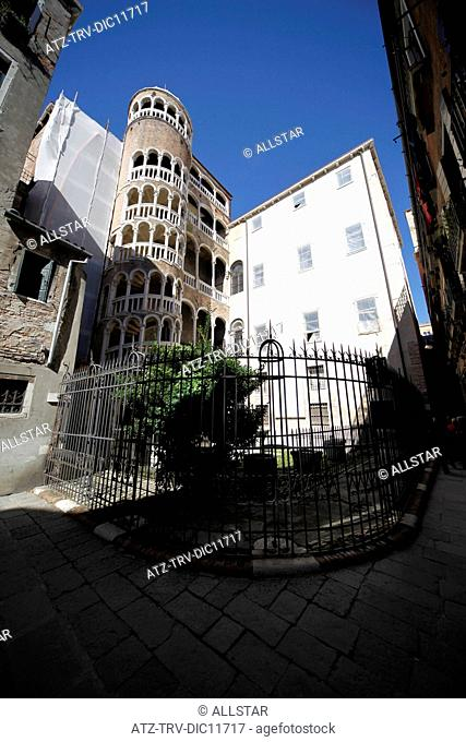 EXTERNAL STAIRWAY OF PALAZZO CONTARINI DEL BOVOLO; VENICE, ITALY; 11/09/2010