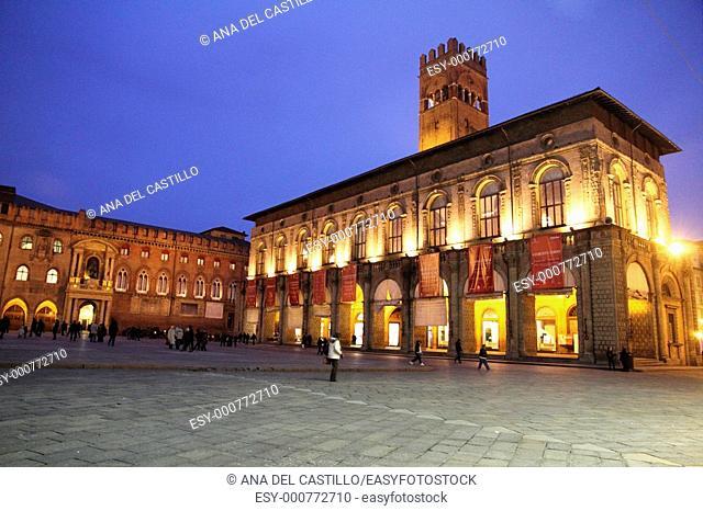 Palazzo del Podesta and Palazzo Comunale on the left, Piazza Maggiore, Bologna, Emilia-Romagna, Italy