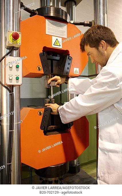 Tensile strength test, Determination of mechanical properties, Department of Mechanical assays, Foundry Unit. Fundación Inasmet-Tecnalia