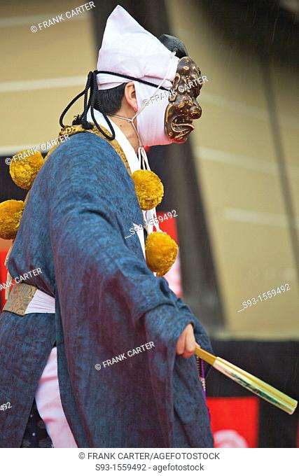 A kyogen performer acting out a play