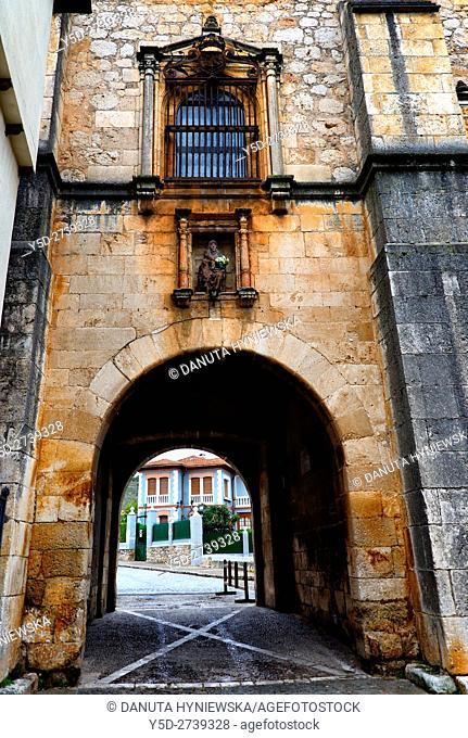 Archivo del Adelantamiento de Castilla (16th century), Archivo Adelantamiento, Arco del Archivo, Archive Arch, entrance to fortified old town, Covarrubias