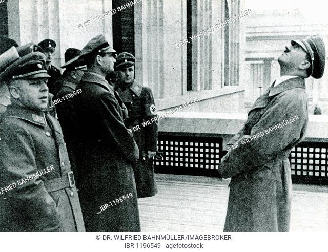 Adolf Hitler inspects the new Fuehrerbau building at the Koenigsplatz square, left of him Reichsleiter Reich leader Amann, Rudolf Hess and Reichsleiter Bormann