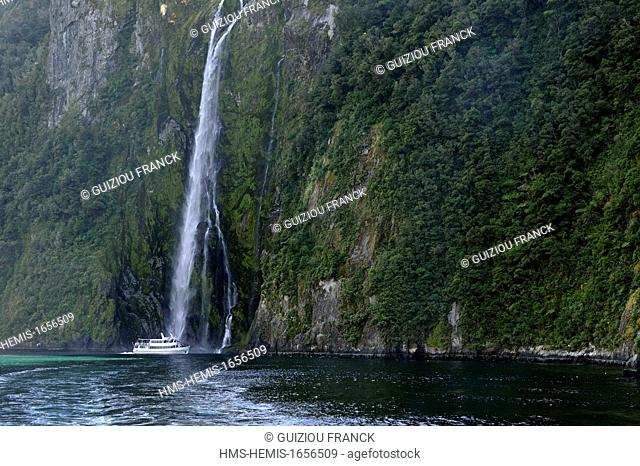 New Zealand, South Island, Fiordland National Park in the southwest of the South Island is the largest of fourteen national parks in the country and is part of...