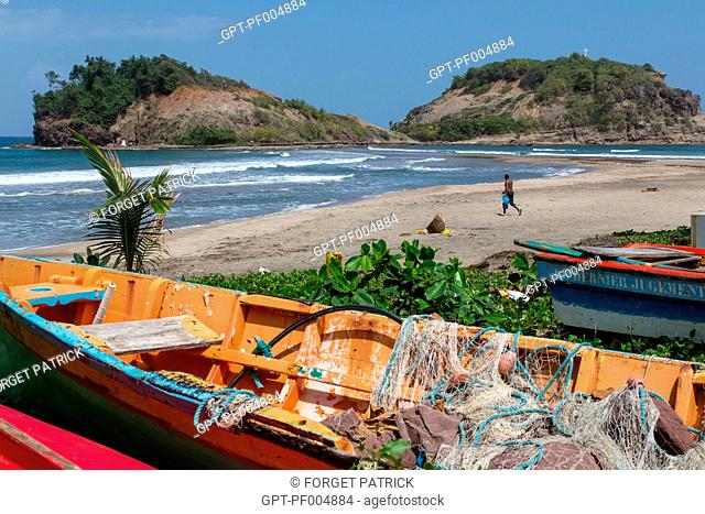FISHING BOATS IN FRONT OF SAINTE-MARIE ISLET, BEACH OF SAINTE-MARIE, MARTINIQUE, FRENCH ANTILLES, FRANCE