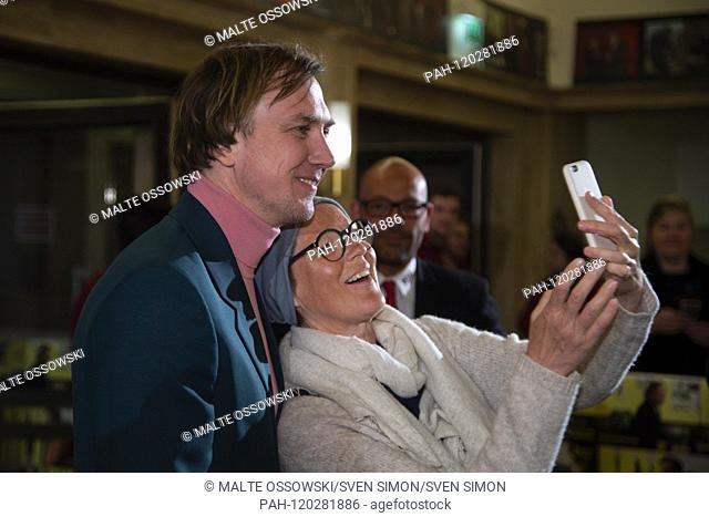 Lars EIDINGER, actor, makes a selfie with a female fan, on the red carpet, Red Carpet Show, film premiere ALL MY LOVING in the Lichtburg in Essen, 09
