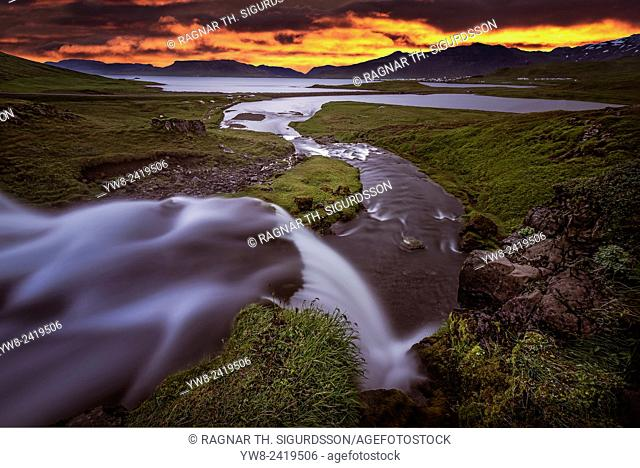 Kirkjufellsfoss Waterfall, Grundarfjordur, Iceland