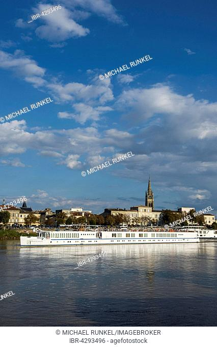 River cruise ship on the Dordogne river, Libourne, Département Gironde, France