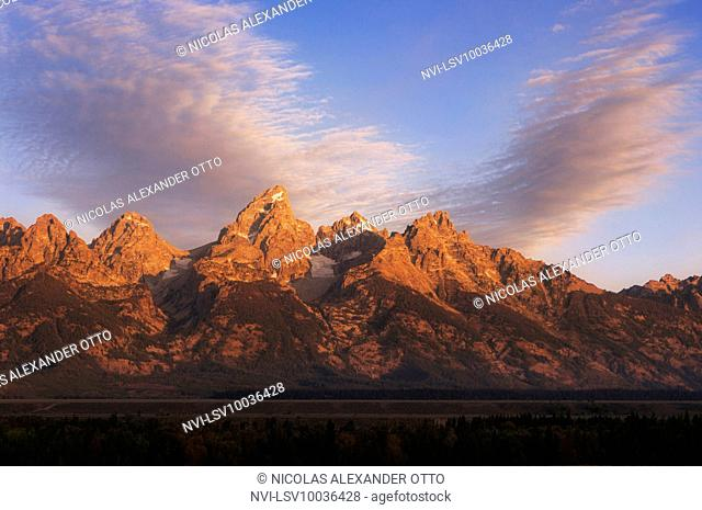 Grand Teton Range in the morning light, Grand Teton National Park, Montana, USA