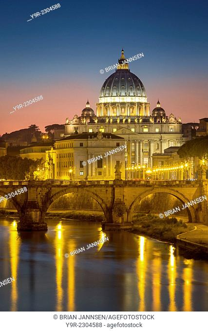 Twilight over River Tibor and the dome of San Pietro, Vatican, Rome, Lazio, Italy